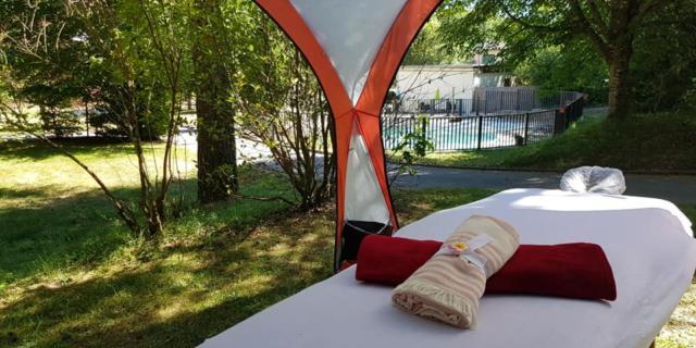 Table de massage au camping de Marcillac-la-Croisille